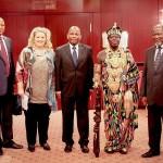 K800_3. Kongress Council of World Elders Karin Tag, König Bansah, Präsident Chissano